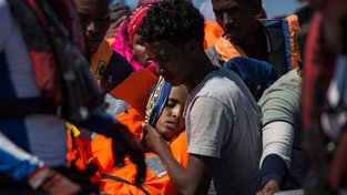 Migranti zachránění z vln Středozemního moře