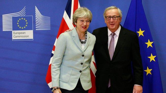 Britská premiérka Theresa Mayová se setkala s předsedou Evropské komise Jeanem-Claudem Junckerem