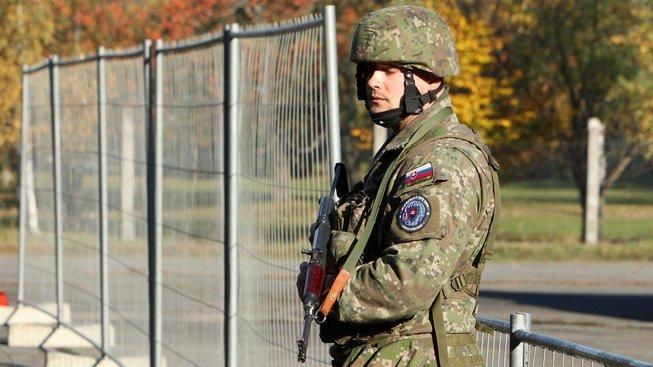 Příslušník Ozbrojených sil Slovenské republiky během cvičení