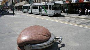 Napříč Austrálií jsou rozeseté desítky soch běžných věcí v nadživotních velikostech