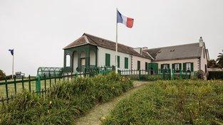 Ostrov Svatá Helena, kde zemřel francouzský císař Napoleon (na snímku jeho rezidence), byla dosud dostupná pouze po moři