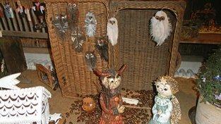 Anděla s čertem hlídají sovy z peříček