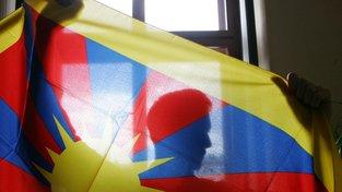 Zákrok proti mužům, kteří vyvěsili tibetskou vlajku byl nezákonný
