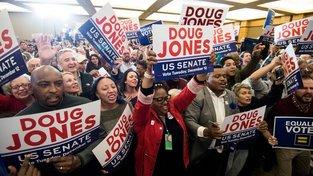 Dougu Jonesovi pomohli ve volbách hlavně Afroameričané