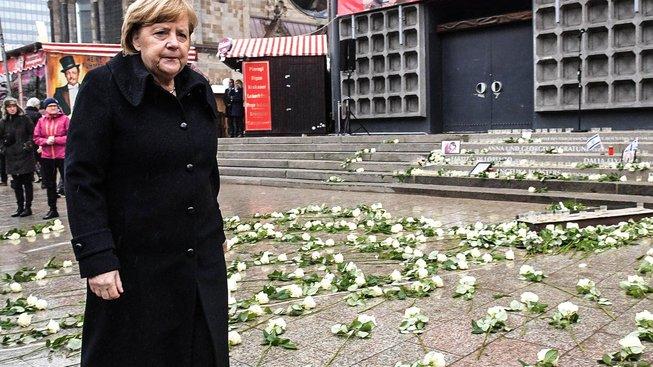 Odhalení památníku obětem útoku se zúčastnila kancléřka Angela Merkelová