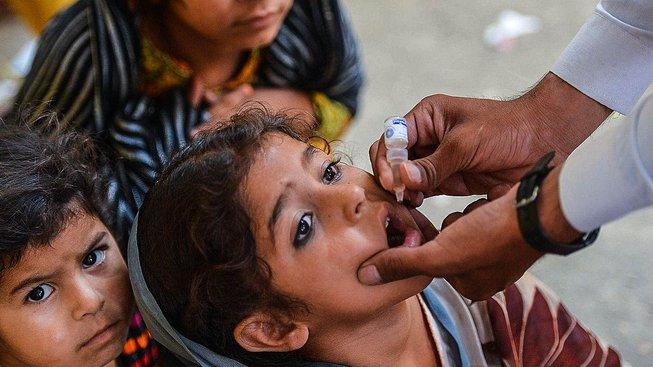 Díky očkování se podařilo dětskou obrnu vymýtit. Skoro