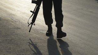 Afghánský policista na místě sebevražedného útoku v Kábulu