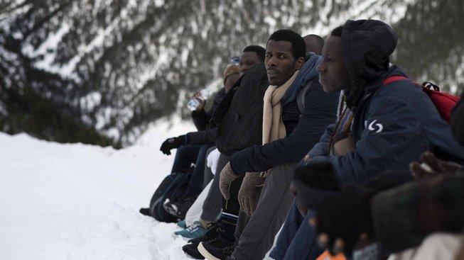Někteří migranti se i v zimě snaží přejít přes Alpy