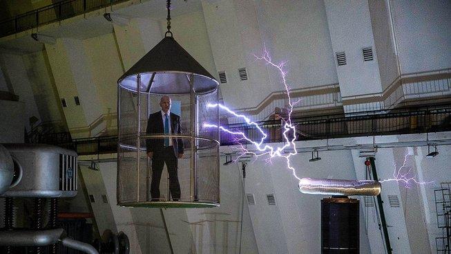 Prezidentský kandidát Pavel Fischer ve svém klipu použil také záběr, na kterém je ve Faradayově kleci