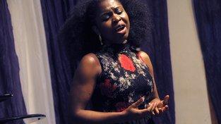 Nigerijská sopranistka Omo Bellová