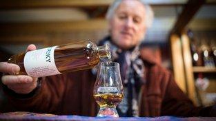 V palírně Bertrand v městečku Uberach se přeorientovali na whisky