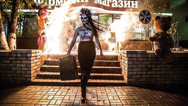 Činnost FEMEN je mnohdy skutečně originální performance s uměleckou hodnotou a i nějakým tím vtipem