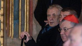 Miloš Zeman při vyzvednutí korunovačních klenotů