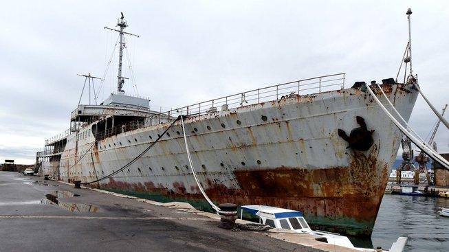 Jachta dnes reziví v jadranském přístavu
