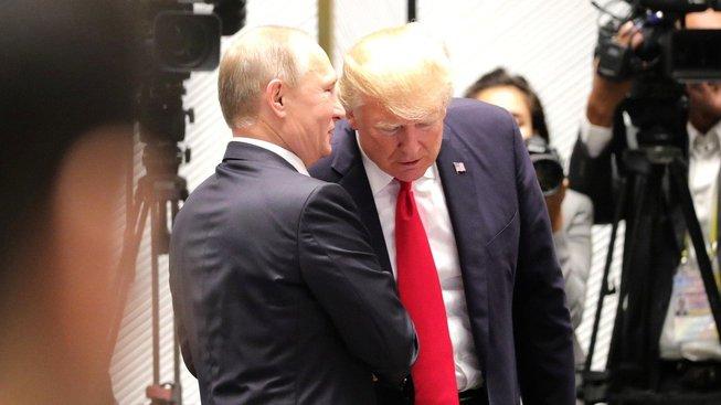 Ruský prezident Vladimir Putin a jeho americký protějšek Donald Trump
