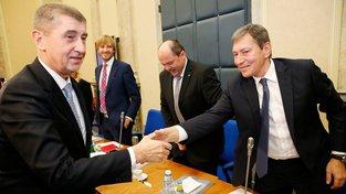 Premiér Andrej Babiš a ministr průmyslu a obchodu Tomáš Hüner