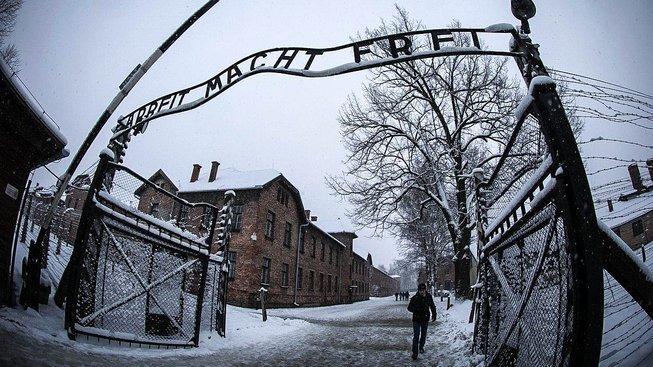 Vstupní brána vyhlazovacího tábora Osvětim