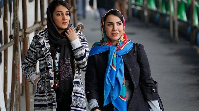 Mladí Íránci stále více cestují, a to i za hranice. Stopování se nebojí ani ženy. Ilustrační snímek