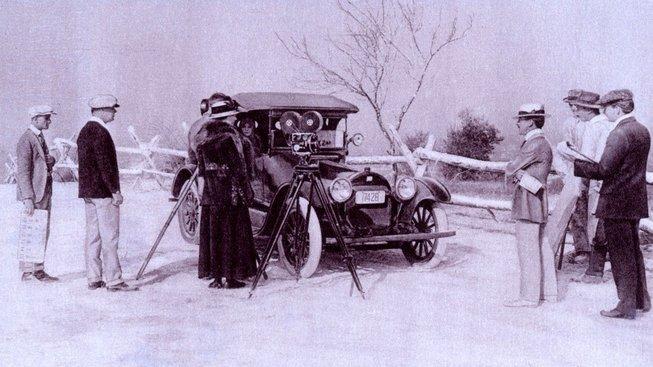 Lois Weber v roce 1918 při natáčení filmu Doctor and the Woman