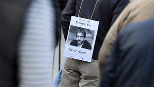 Vězněný novinář je na svobodě, vyhráno nemá