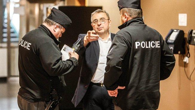 Tajemník SPD Jaroslav Staník (uprostřed)