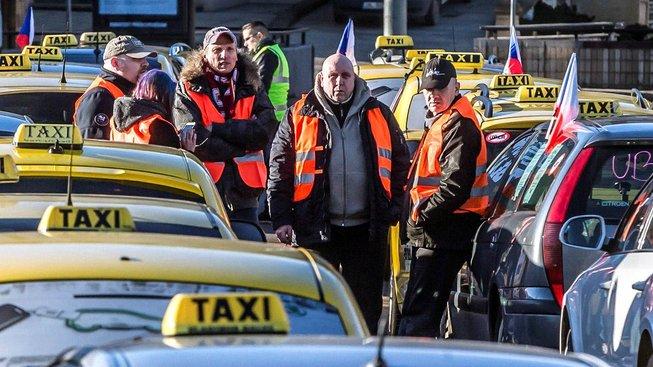 Protesty proti Uberu a Taxify