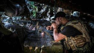 Ukrajinský voják ve válečné oblasti na východě Ukrajiny