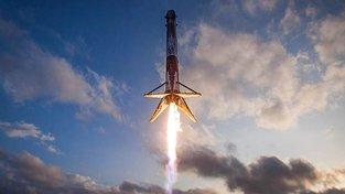SpaceX vynesl na oběžnou dráhu dva satelity, které mají Zemi zásobovat internetem. Ilustrační snímek