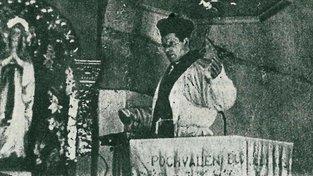 Farář Josef Toufar během mše