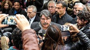 Exvůdce syrských Kurdů Sálih Muslim (uprostřed)