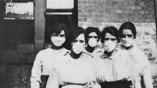 Ženy chránící se proti nákaze, Brisbane 1919