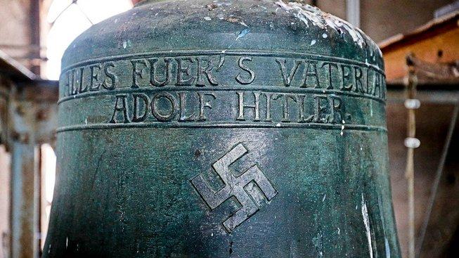 Hitlerův zvon ve svatojakubském kostele v Herxheimu