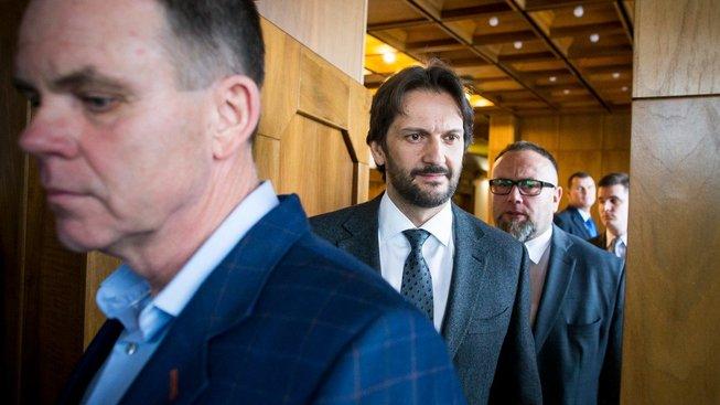Ministr vnitra Robert Kaliňák (uprostřed)
