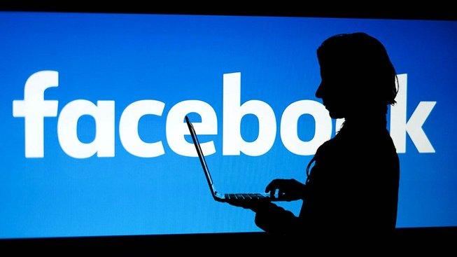 Proč chodit do televizního pořadu, kde vám bude moderátor podávat nepříjemné otázky, když můžete napsat úderný status na Facebook?