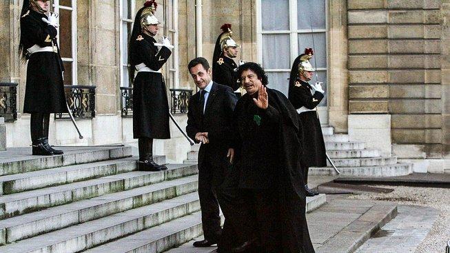 Nicolas Sarkozy přijal Muammara Kaddáfího v prosinci 2007 v Elysejském paláci