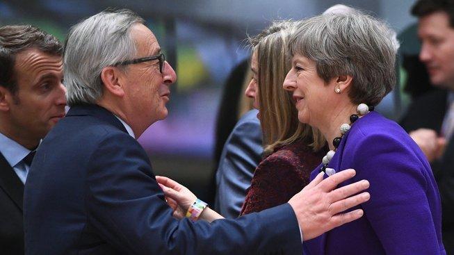Předseda Evropské komise Jean-Claude Juncker a britská premiérka Theresa Mayová