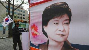 Proti odsouzení exprezidentky Pak Kun-hje protestovala v Soulu řada lidí