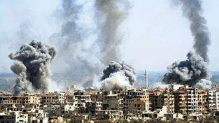 Syrská armáda bombarduje část města ovládanou rebely