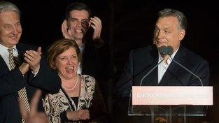 Viktor Orban (vpravo) při projevu
