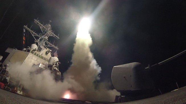 Před rokem zaútočila americká armáda na syrský režim z lodě USS Porter, která se nyní oěpt blíží k syrským břehům