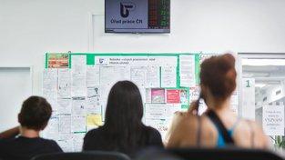 Lidí na Úřadech práce v ČR pořád ubývá
