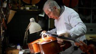Rodina Capelových už tři generace vyrábí výjimečné smyčcové hudební nástroje