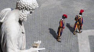 Švýcarská garda na Svatopetrském náměstí v Římě