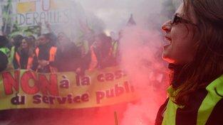 Demonstrace proti politice prezidenta Emmanuela Macrona