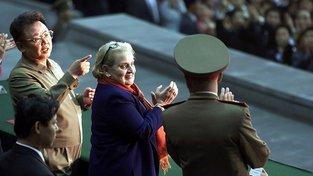 Nová knížka Madeleine Albrightové se věnuje současným i nedávným silným lídrům, kteří jsou na hraně toho, aby se z nich stali diktátoři. Na snímku z roku 2000 se severokorejským vůdcem Kim Čong-Ilem