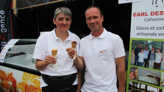 Patrice Riauté s manželkou Catherine z Parcé-sur-Sarthe vyrábějí zmrzlinu s příchutí rilette