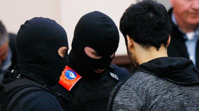 Druhý z odsouzených, islamista Sofian Ayari, během procesu. Také Ayari dostal dvacetiletý trest