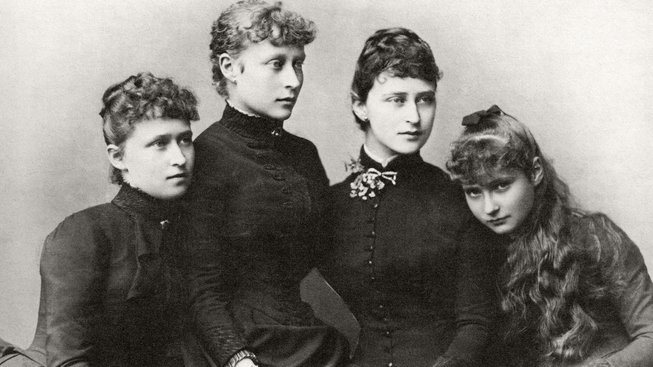 Princesses_Irene,_Victoria,_Elisabeth_and_Alix_of_Hesse_and_by_Rhine