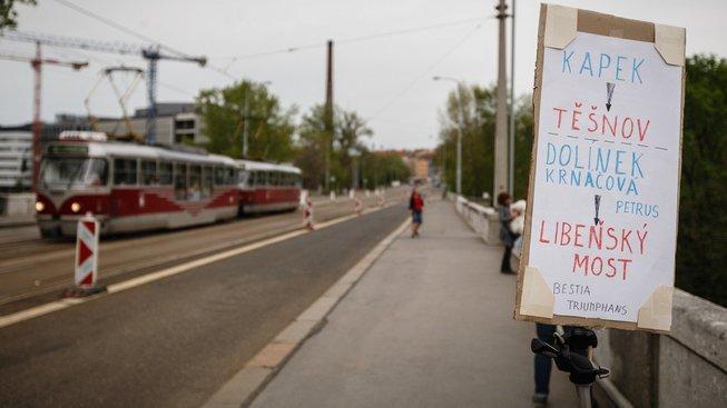 Proti bourání Libeňského mostu demonstrovali aktivisté