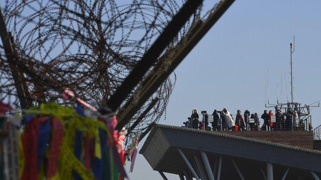 Severní a Jižní Koreu dělí hranice, kterou se podaří překonat jen opravdu naprostému minimu lidí